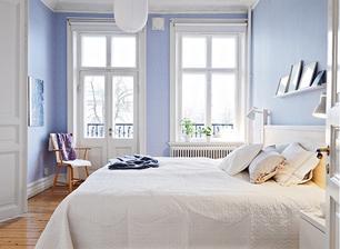 moja spalna: takto svetlomodra farba steny kde bude okno