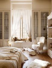 Do mojej spalne: windows sedenie zavesy, ak bude medzi vacsimi skrinkami