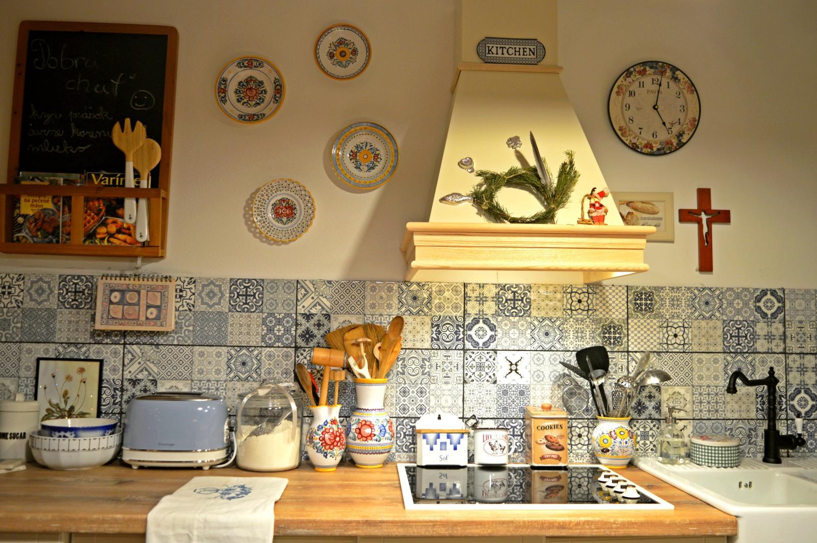 Domček v poli - Tak som si vysukala rukavy a pustila sa do nasej kuchynky, ktoru som si celu sama naplanovala, navrhla a postupne aj montujem, doladujem a vytvaram v obraz z mojich kuchynskych snov :) :) :)