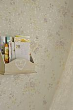 V mojej mega romantickej spalni - kastlicek na listy a pohladnice musi byt :)
