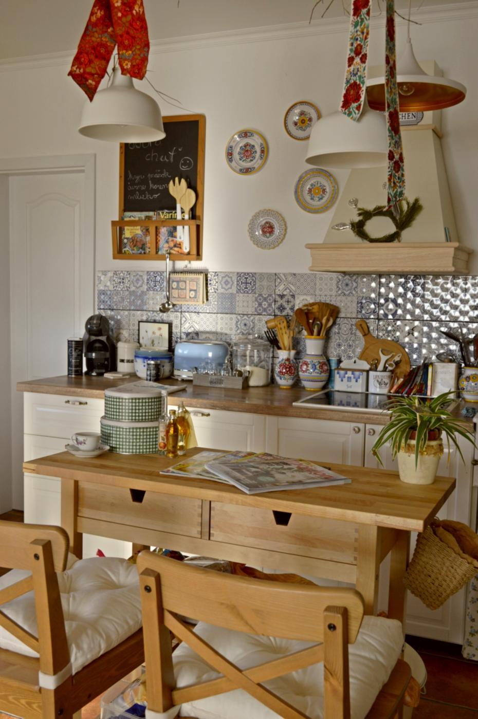 Domček v poli - Pohlad od vstupu do kuchyne.
