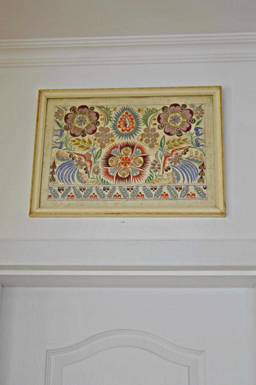 Domček v poli - Najnovsie ulovky - sesternice predavali stary dom po rodicoch a chceli vyhodit taketo poklady: taniere z modranskej keramiky a obraz, ktory malovala ich babicka.
