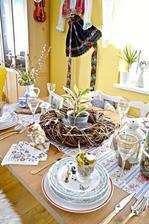 Po zime u nas vsade vladne motiv kraviciek, sliepociek, machu, travy a kvetiniek :)