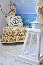 Hostovska izba konecne dokoncena :) :) :) morska, plazova, plna prislubov slnka, piesku a mora :) a zrazu v nej chce kazdy prespavat :-D :-D