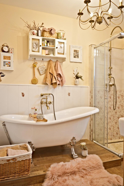 Domček v poli - Do kúpeľne sa mi podarilo zohnať pudrovo ružovú kožušinu jupííííííí :)