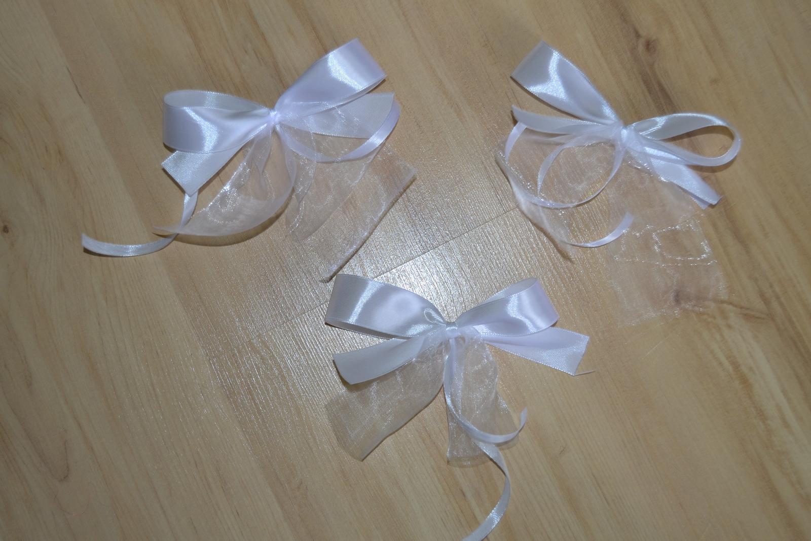 Saténové mašle na svatební výzdobu - bílé - Obrázek č. 1