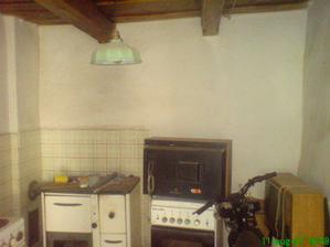 Moja malá kuchyňa, ale teraz budeˇväčšia a bude mať aj okno