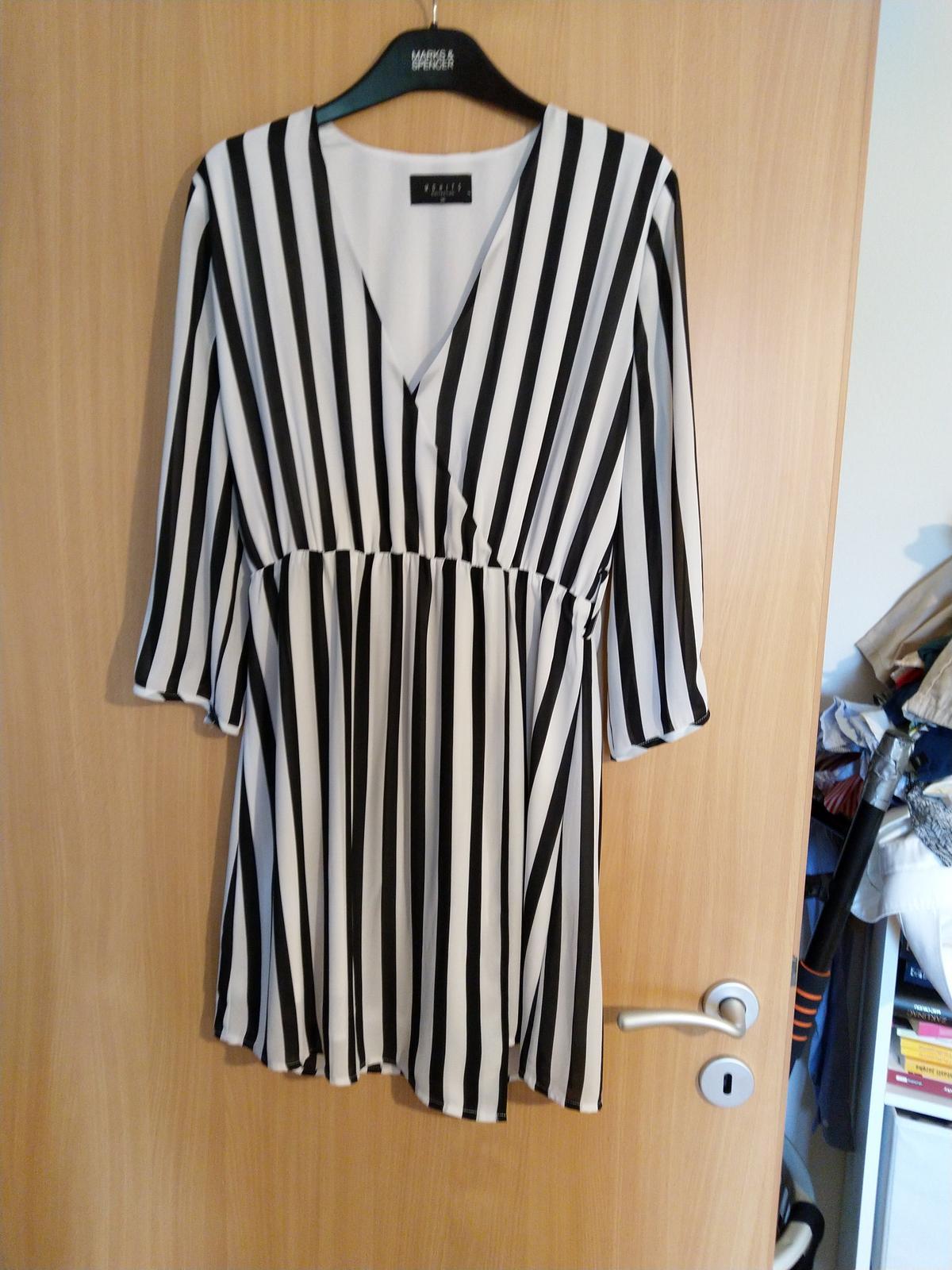 Trendy páskované šaty - Obrázok č. 1