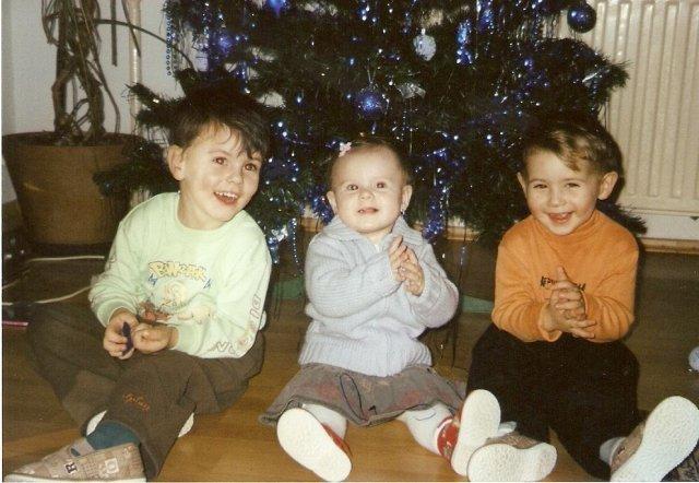 Miroslava Petrikova{{_AND_}}Peter Skubeň - svojich bratrancov zboznuje,krasne vianocne darceky, nie?