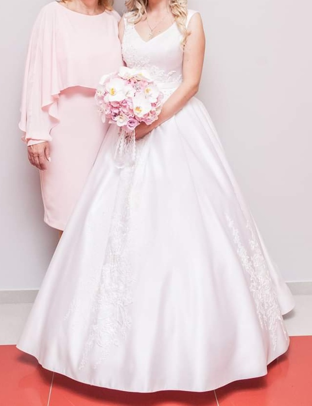 Nadherne svadobne saty - Obrázok č. 1