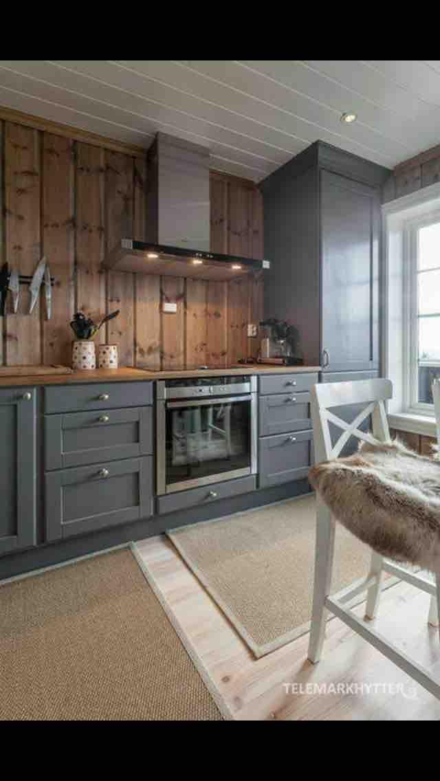 Inšpirácia kuchyňa - šedá - drevený obklad