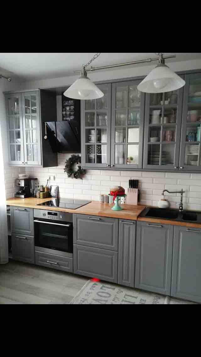 Inšpirácia kuchyňa - šedá - celková kombinácia - farba kachličiek, pracovnej dosky a odtieň linky