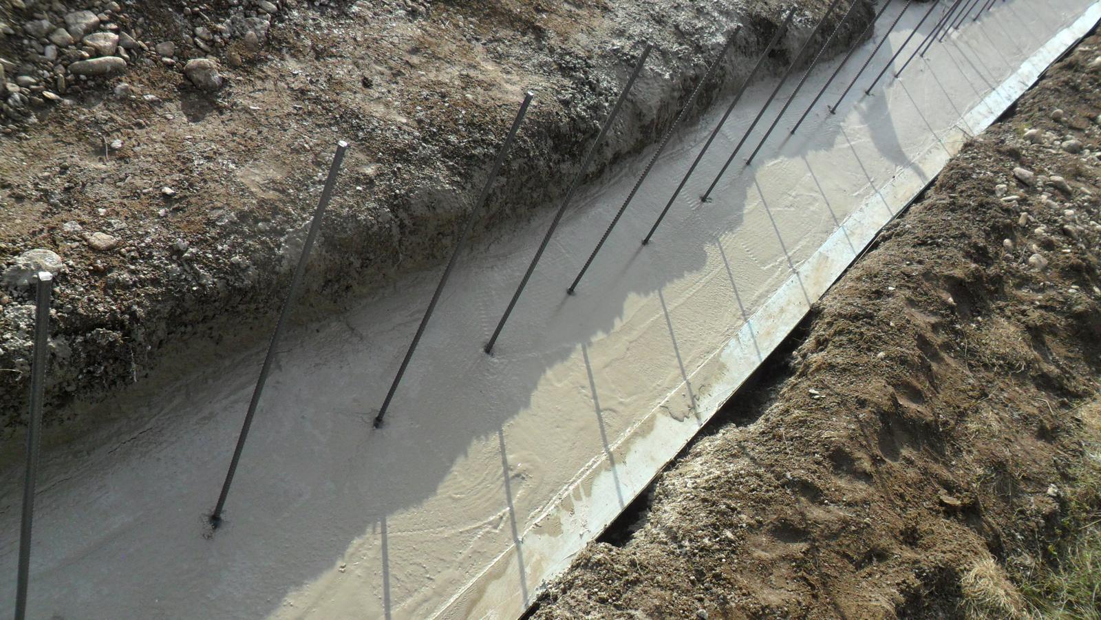 Domček pre moju rodinku :) - vyhladeny beton,odporucam pre ukladanie salungu,  vyska + - 1 cm