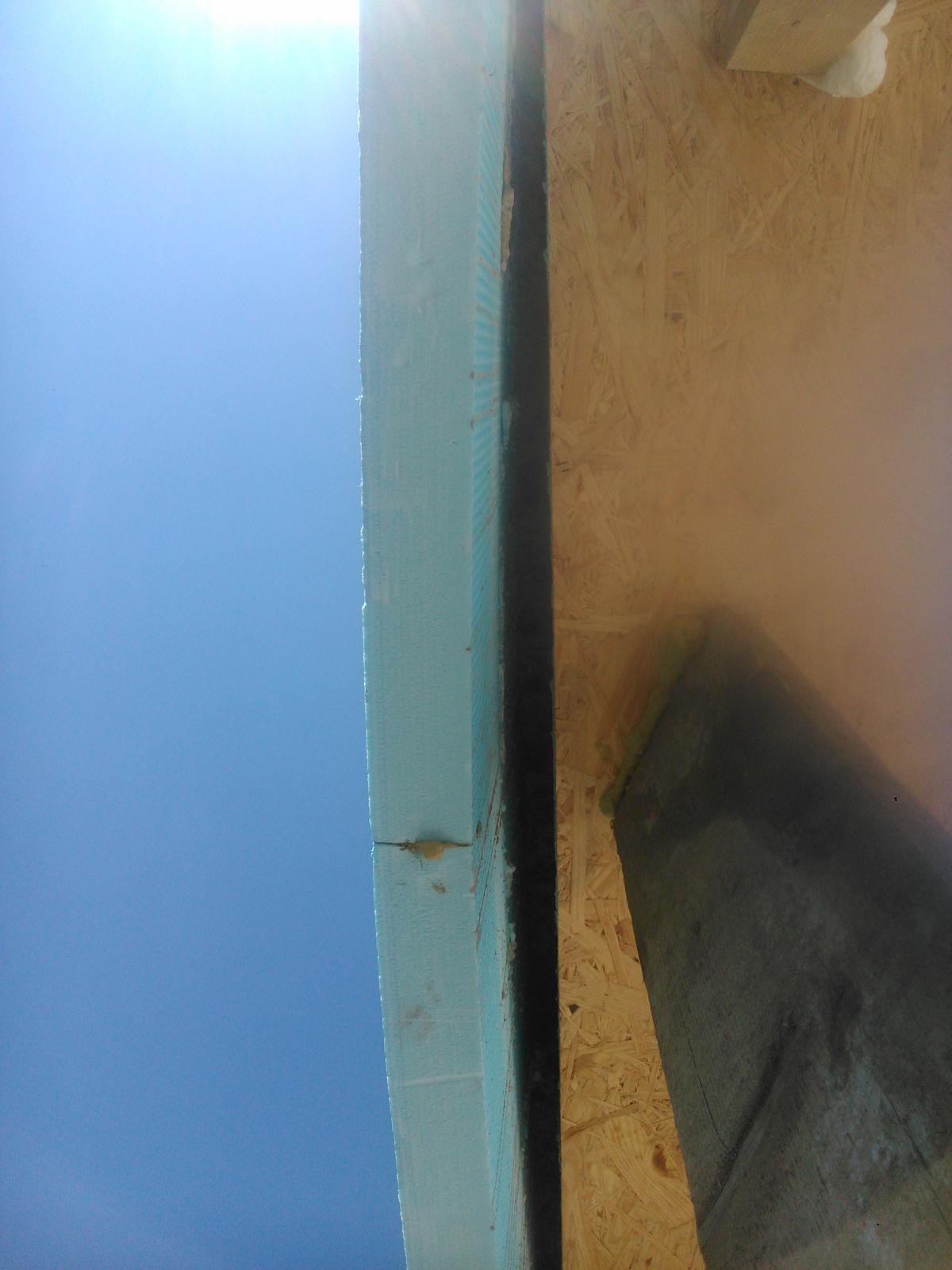 Domček pre moju rodinku :) - mensia nehoda pri betonovani, v tej casti som akosi zabudol ze je slabe miesto ze to nieje dobre prilepene o ytong a nepoistil som to