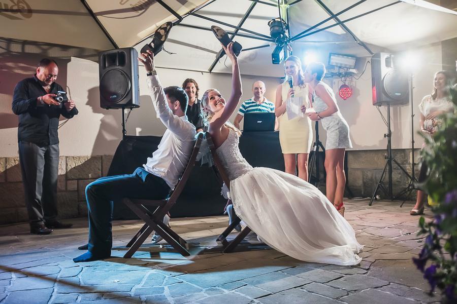 mercl - Nádherná a povedená venkovní svatba 26.07.2014 v příjemném prostředí zahrady restaurace Cartellone Pardubice. Světla, zvuk a DJ na svatební párty - djprotvouakci.cz