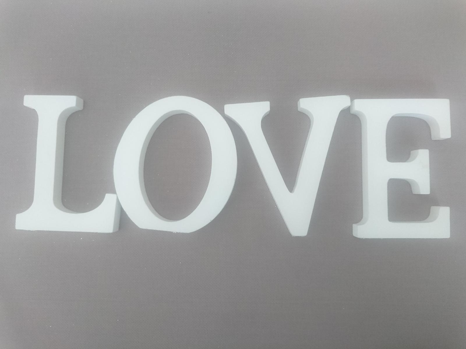 Napis LOVE - Obrázok č. 1