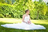 Bílé korzetové svatební šaty s vlečkou, 38