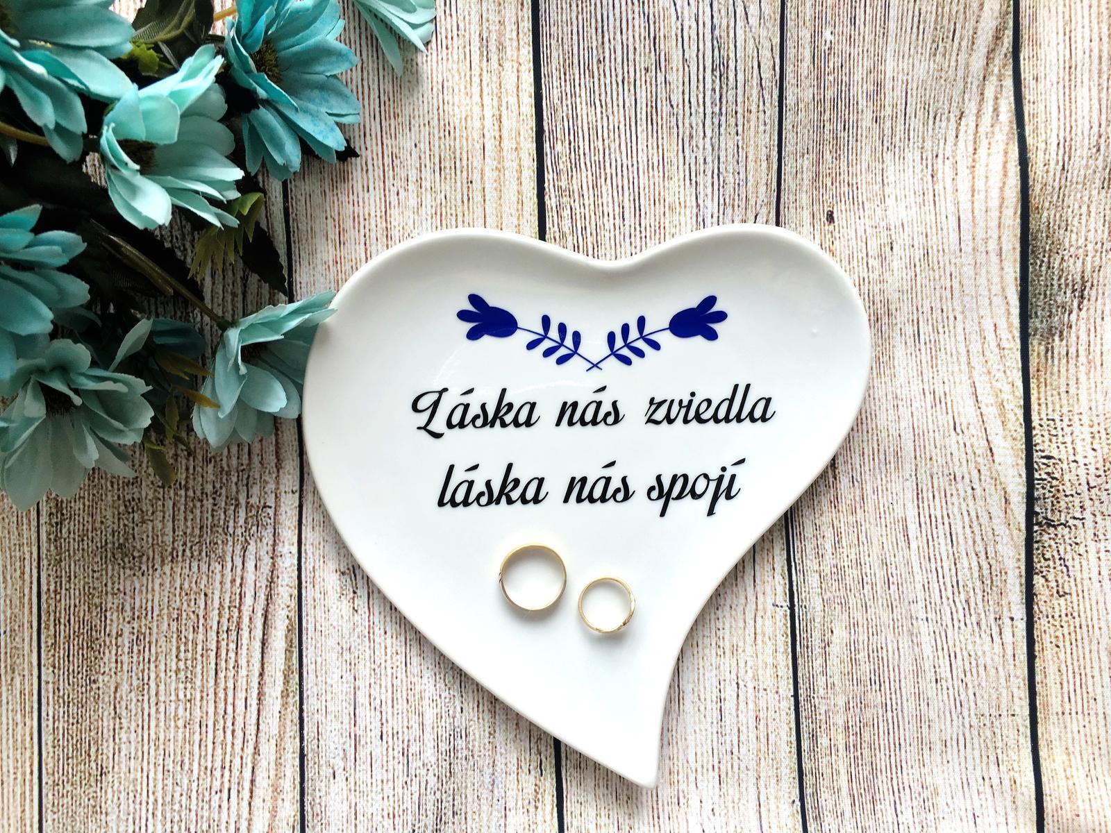Svadobný tanierik na obrúčky Láska nás zviedla - Obrázok č. 1