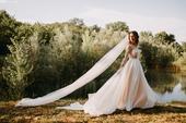 Vzdušné svatební šaty, 36