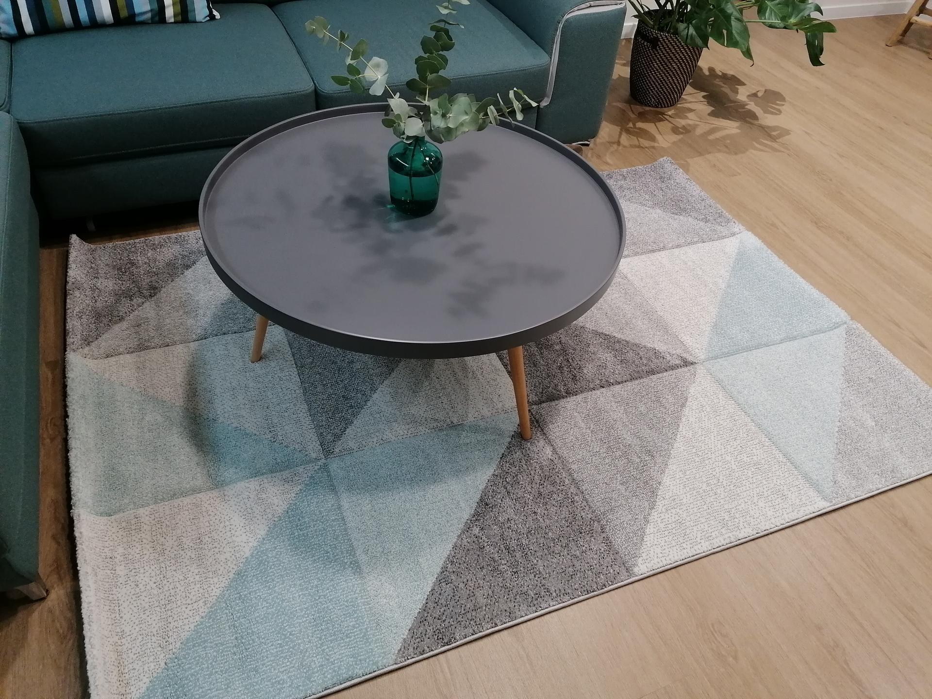 Co myslíte, hodí se nový koberec, nebo mám nechat původní?(šedý) - Obrázek č. 1