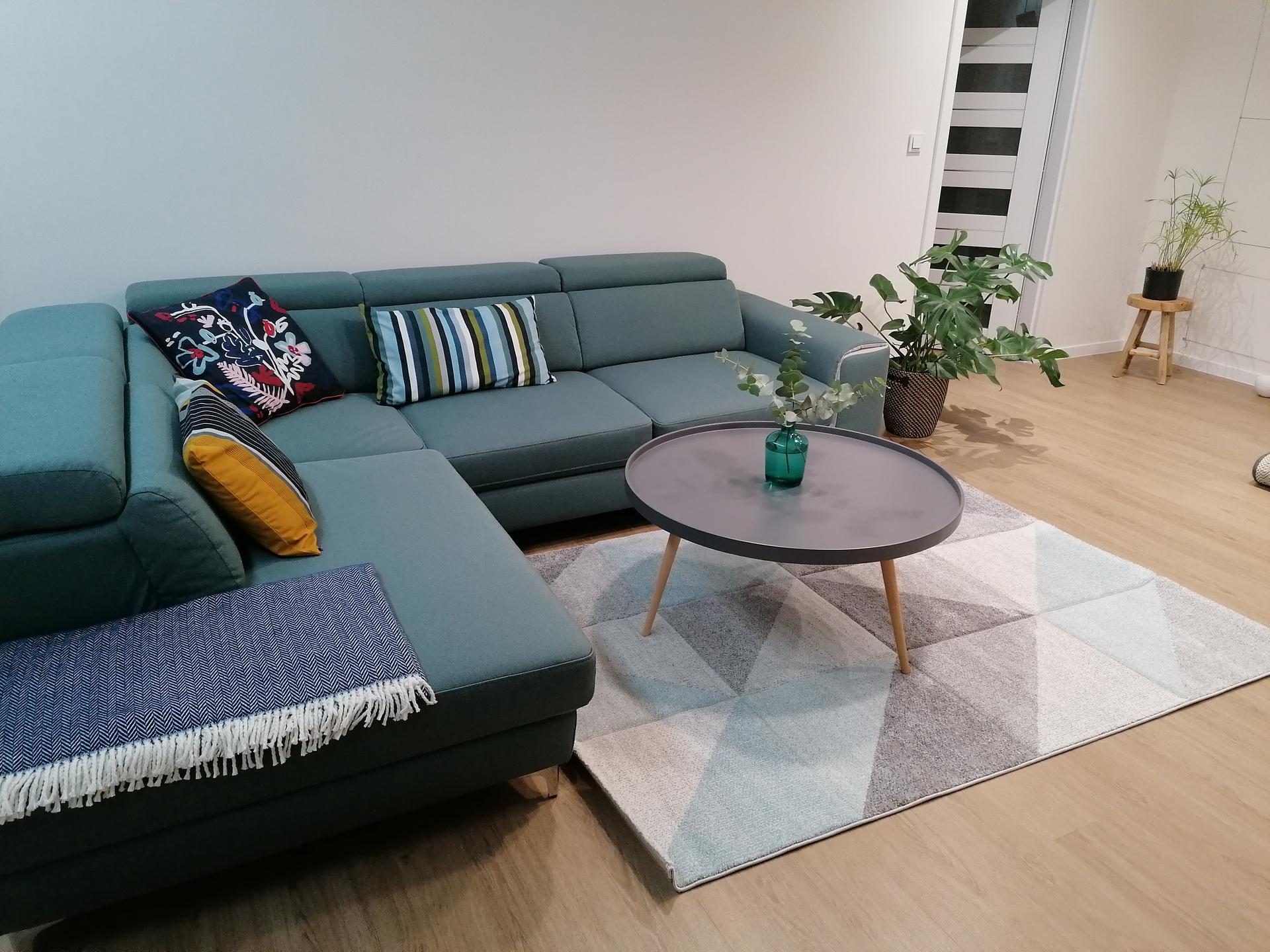 Co myslíte, hodí se nový koberec, nebo mám nechat původní?(šedý) - Obrázek č. 2