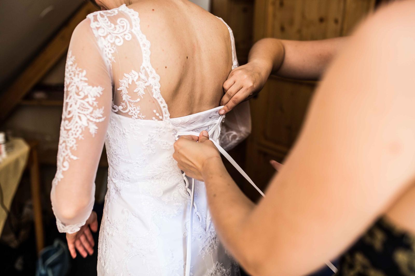 Celokrajkové svatební šaty 34-36 - Obrázek č. 4