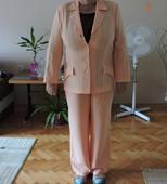 Třídílný kostýmek, 48