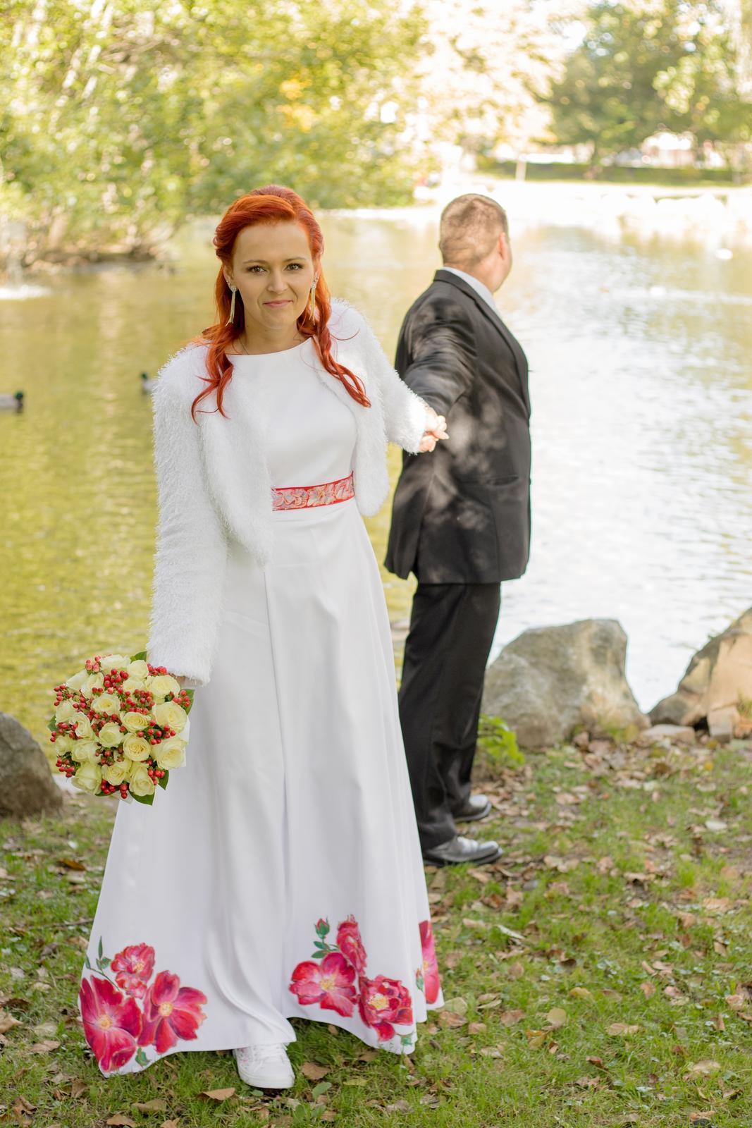Netradičné šaty - Obrázok č. 2