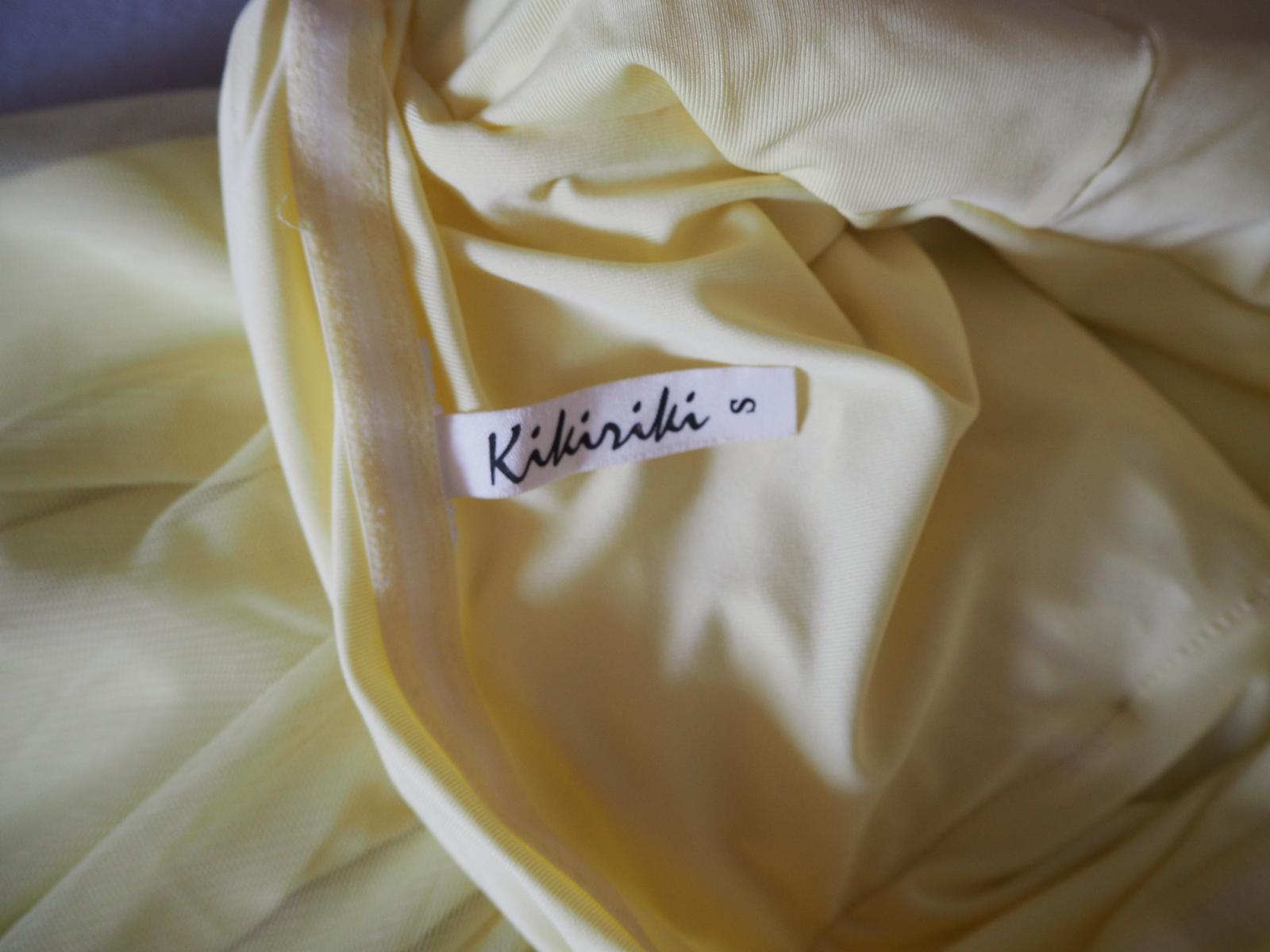 Krátke žlté spoločenské šaty.  - Obrázok č. 3