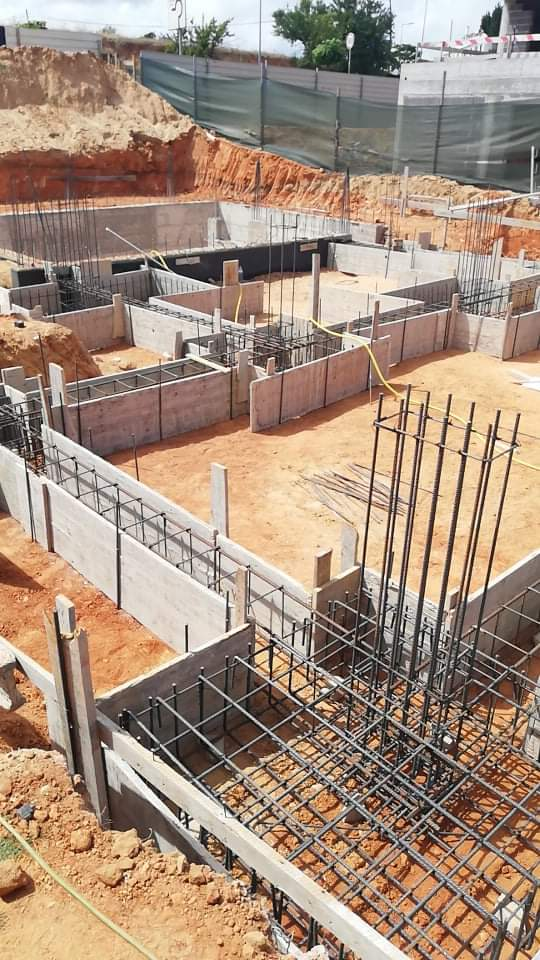 Náš portugalský domov ❤️🏡 - 16. jún 2021 Štruktúra základov hotová, čaká sa na betón