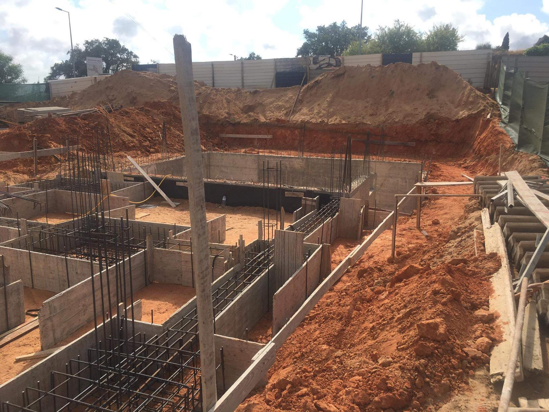 Náš portugalský domov ❤️🏡 - Neskutočný pocit keď čiarky z projektu dostávajú reálne kontúry :)