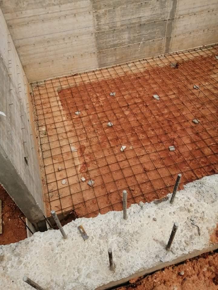 Náš portugalský domov ❤️🏡 - 19. Jún 2021  Príprava na zalievanie podlahy pivnice