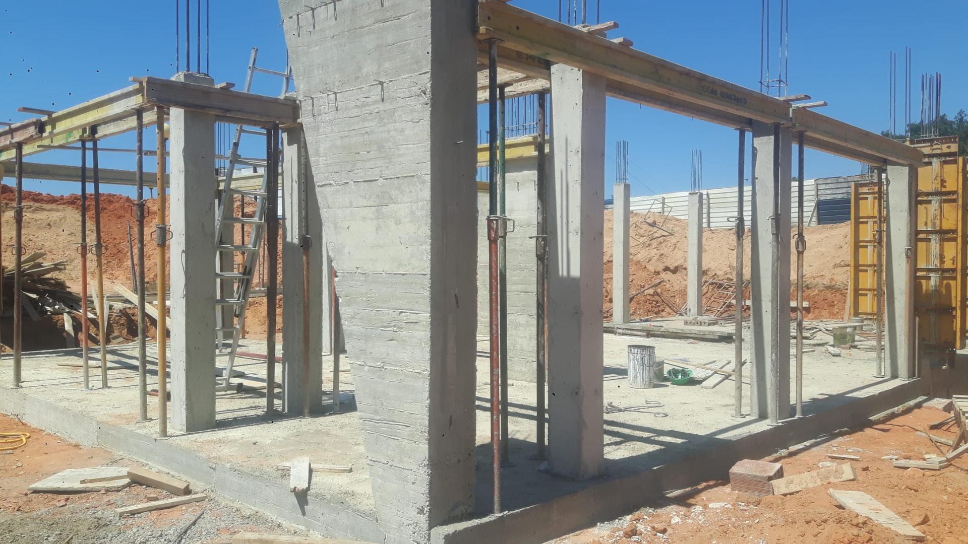 Náš portugalský domov ❤️🏡 - 15. Júl 2021 Začiatok príprav konštrukcie platne 1. Poschodia