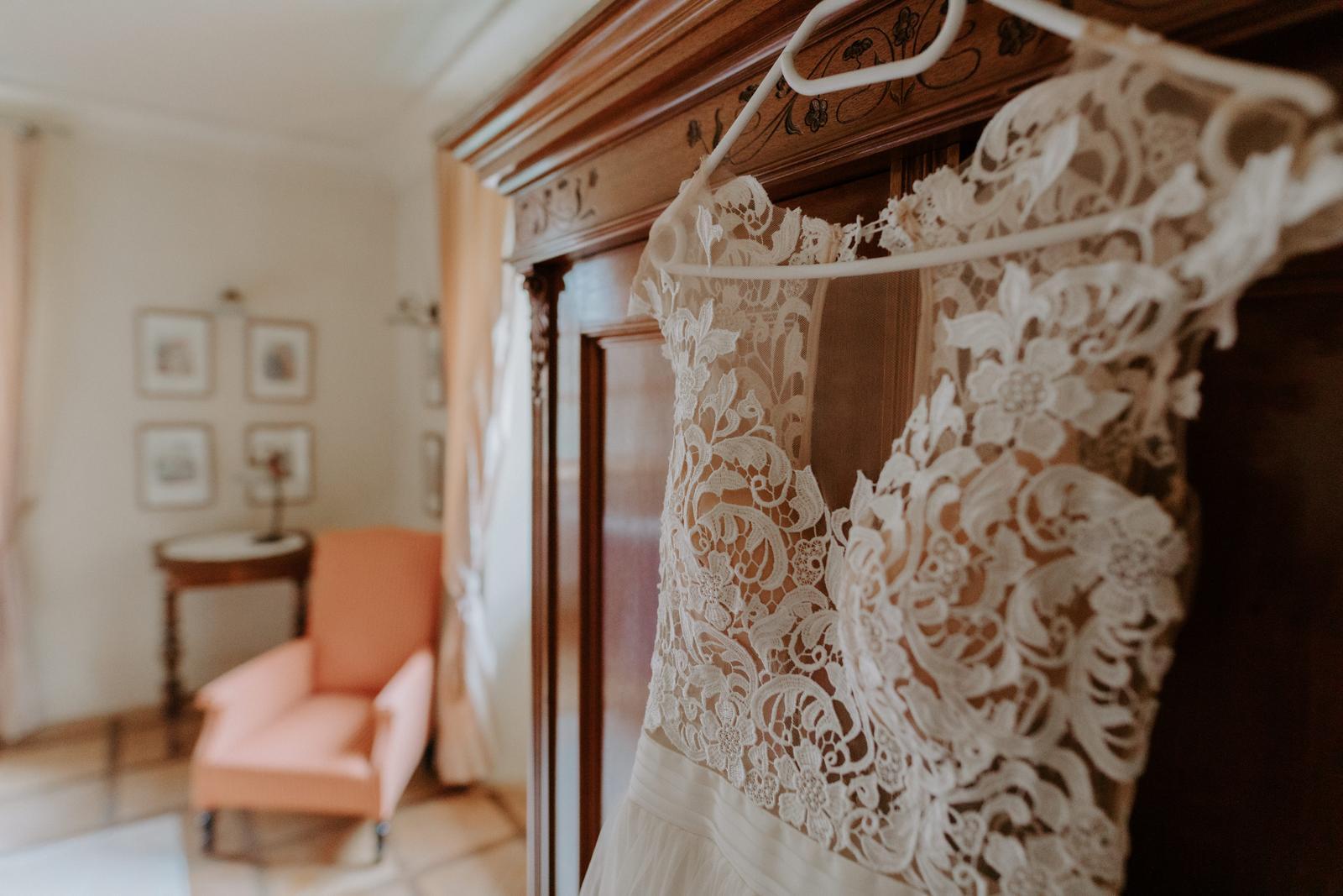 Krajkové BOHO svatební šaty s vlečkou - Obrázek č. 1