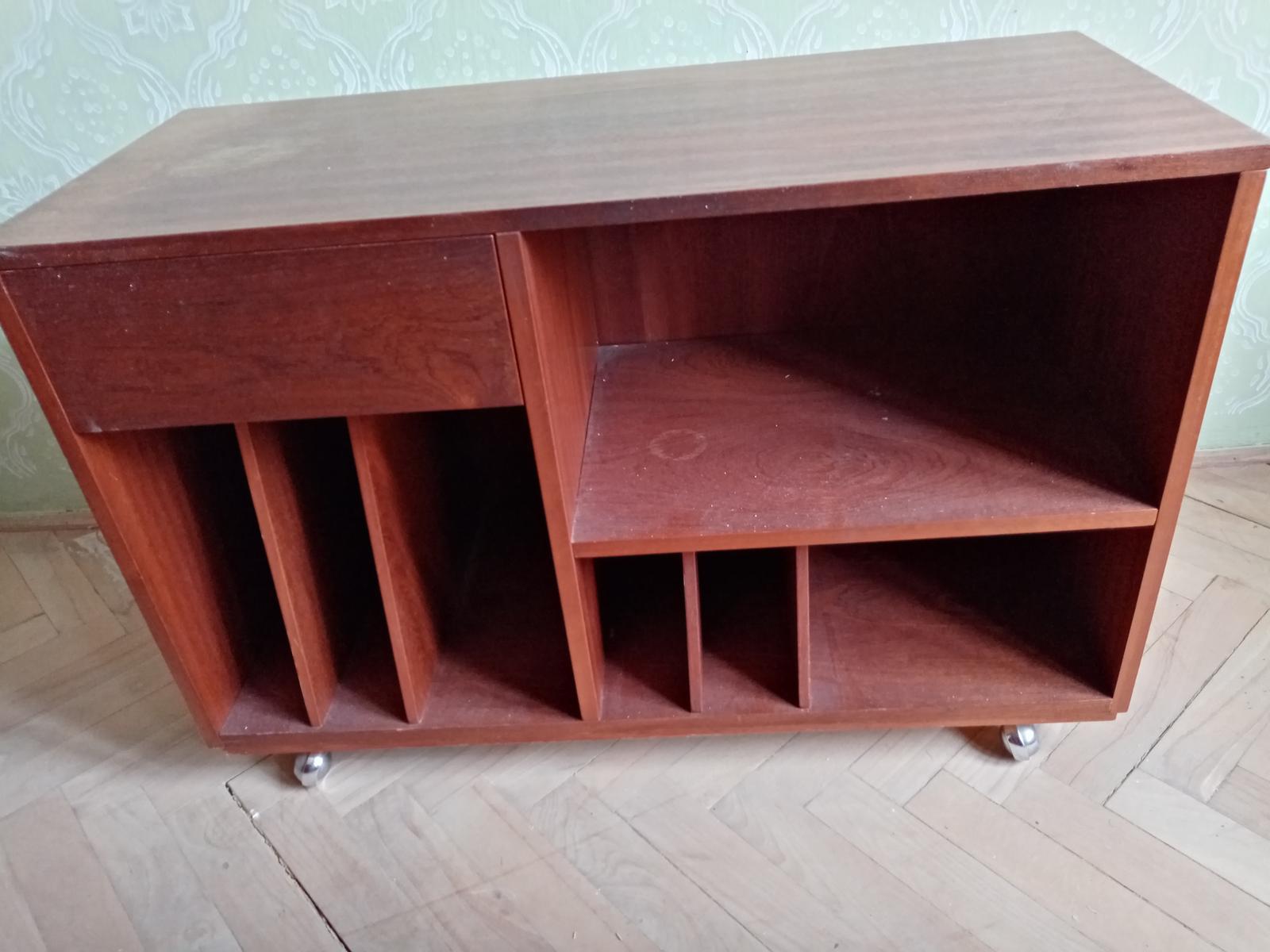 Vintage stolík pod TV - Obrázok č. 1