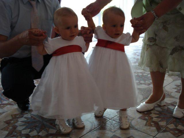 Monika{{_AND_}}Peter - na svadbe nasich krstnych rodicov. Satky su samozrejme od Ruzenky:-)))