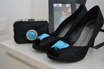 a s topánkami...