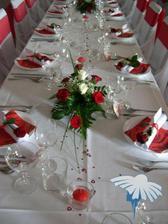 Celá svatba bude laděna do bordó - tudíž i tabule