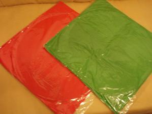 thajské lucerny - měly být oranžové né červené, ale to asi nevadí...