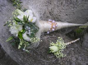 květina pro svědkyni a koráž pro svědka
