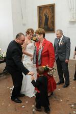 Naše ZLATÍČKO a rodiče ženicha, vlastně novomanžela