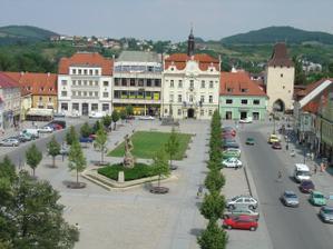 náměstí i s radnicí