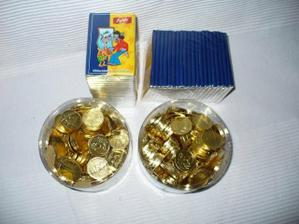 cokoladky na jemnovky a mince na stul ke svatebnimu obedu. ;o)