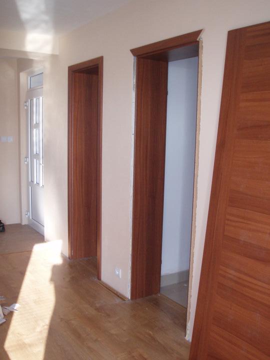 Svojpomocne.......interier..... - zakladame dvere