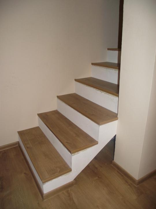 Svojpomocne.......interier..... - ...a doslo aj na schody..pomalicky sa blizime k finalnemu vysledku...
