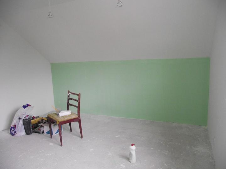 Svojpomocne.......interier..... - zacinam malovat  detsku izbu...