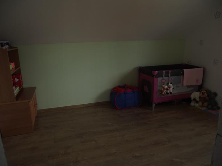 "Svojpomocne.......interier..... - Katka uz prezije.....prva ""postel"" na stavbe....:D....koniec staremu kociku...."