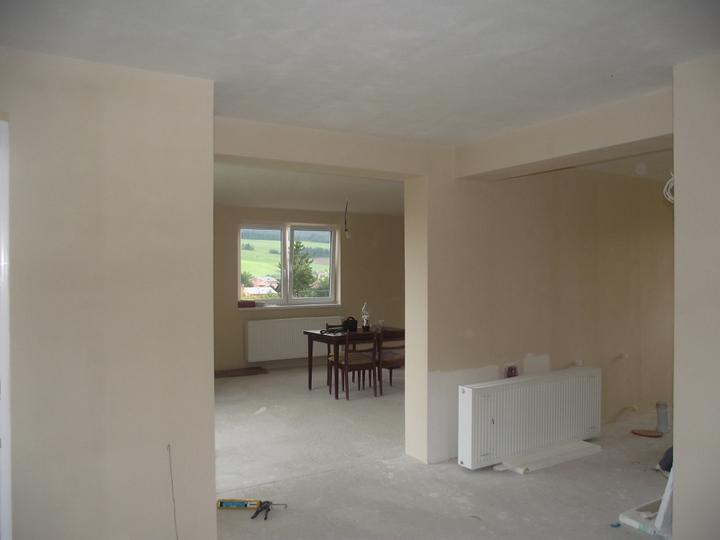 Svojpomocne.......interier..... - prizemie uz zacina tiez vyzerat ako dom.....este podlahy....len nech drobec este pekne ostane v bruchu.....v spet. ma dovolene uracit prist....:D