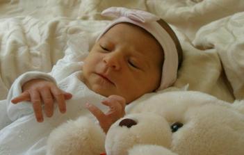 Nase slunicko Anicka 6. den po narozeni
