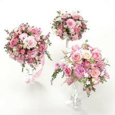 A když už je řeč o výzdobě, tak takové kytice na stoly a taková bude i moje kytice - ctíme jméno Rosety :-)
